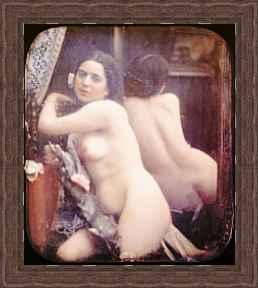 Frau nackt vor dem spiegel